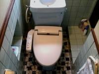 【施工前】トイレへ入るのに一段段差がありました。