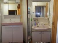 【洗面所】洗面所入り口のドアをやり替える為には、洗面台を奥に移動させなければ なりませんでした。その為 今回を機に洗面台を新調!