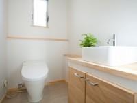 圧迫感がないよう空間を広くとったトイレ