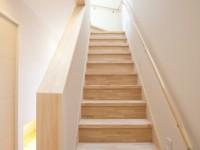 天窓からの光が心地よい階段