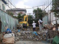 解体中 廃材は分別し処分致します。
