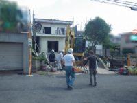 解体中  解体業者に丸投げするのではなく 弊社担当が進捗状況を現場に確認・指示をしに行きます。